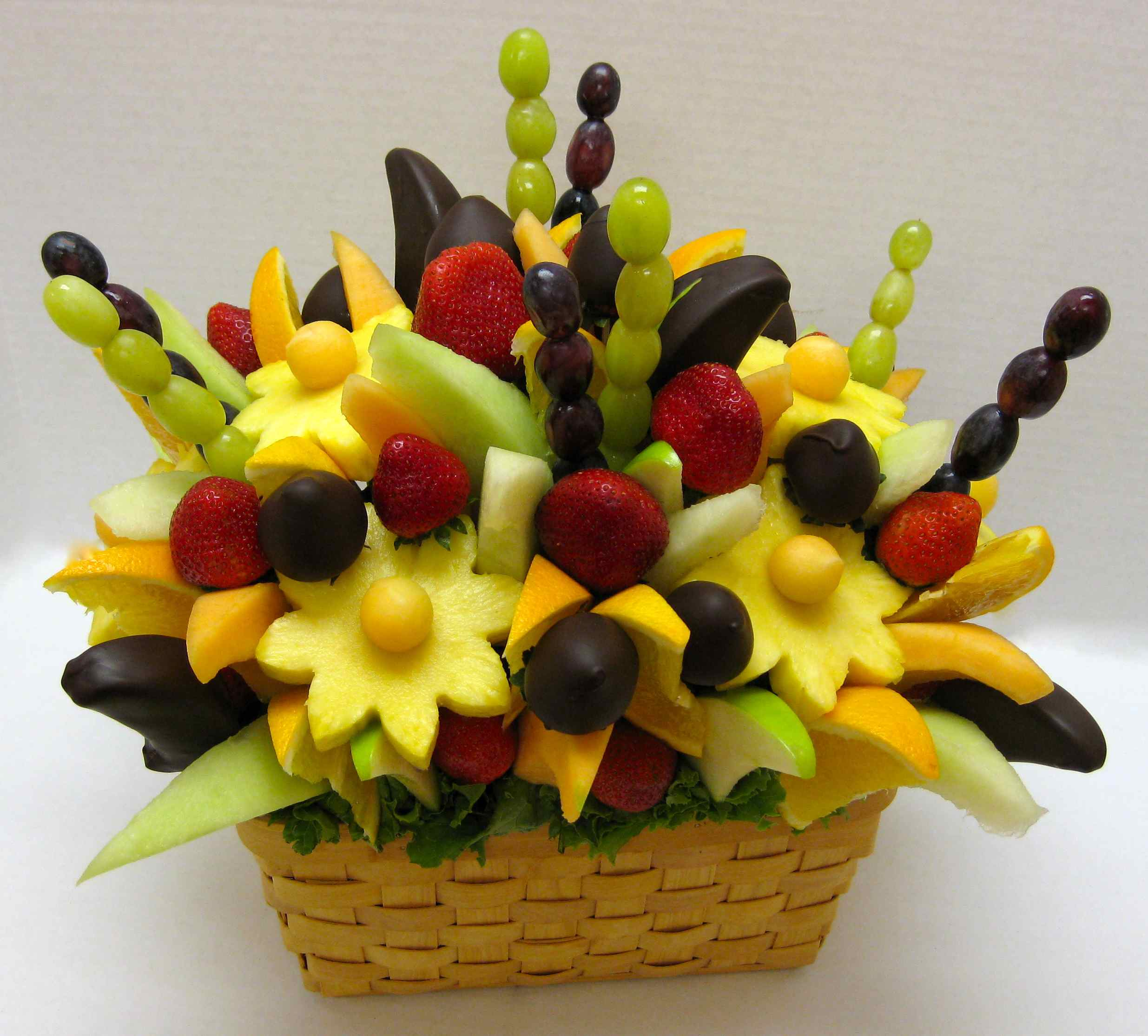 How to make a do it yourself edible fruit arrangement Floral arrangements with fruit