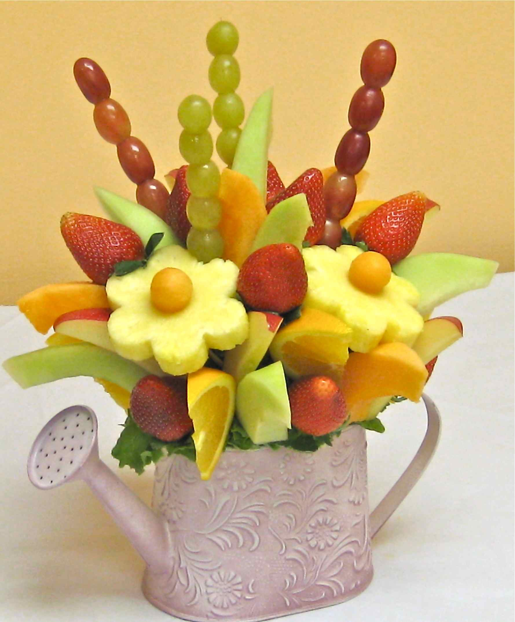How to make a DO IT YOURSELF edible fruit arrangement